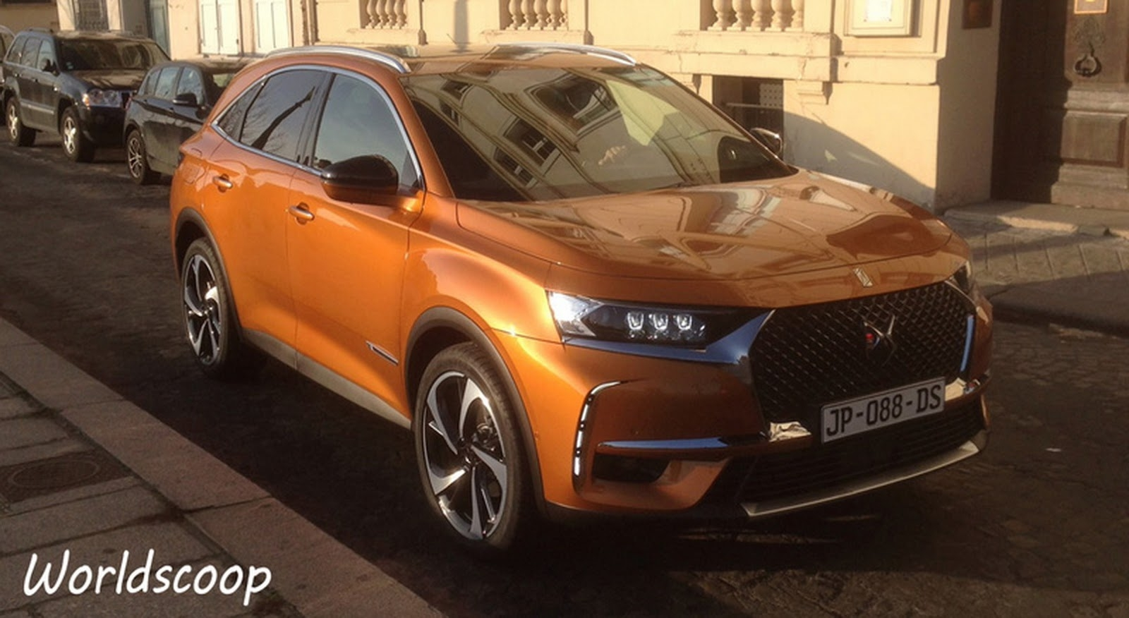 le suv ds7 crossback d boule dans les rues de paris. Black Bedroom Furniture Sets. Home Design Ideas