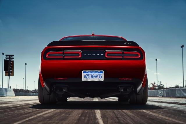 """Dodge réinvente le """"launch control"""" avec des pneus spéciaux"""