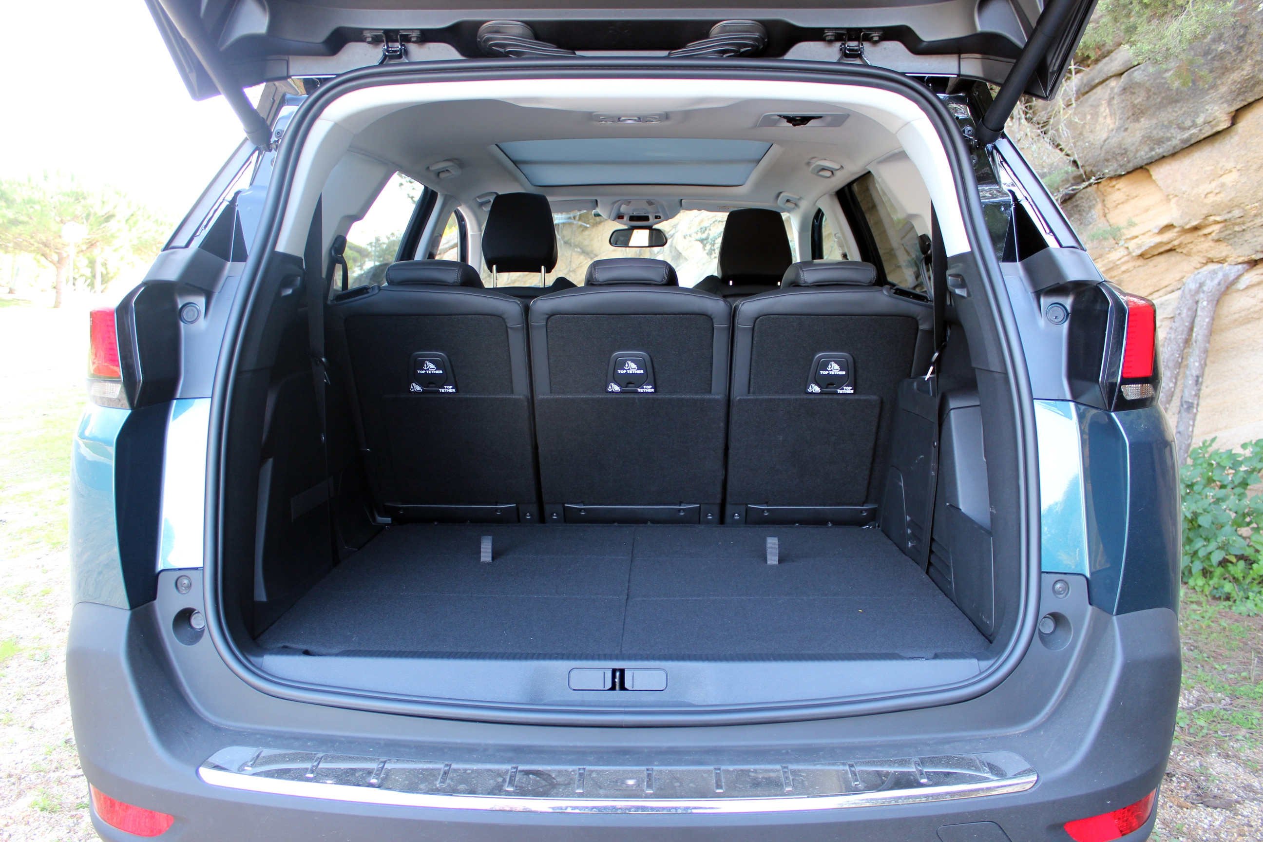 comparatif vid o nissan x trail vs peugeot 5008 une diff rence de calibre. Black Bedroom Furniture Sets. Home Design Ideas