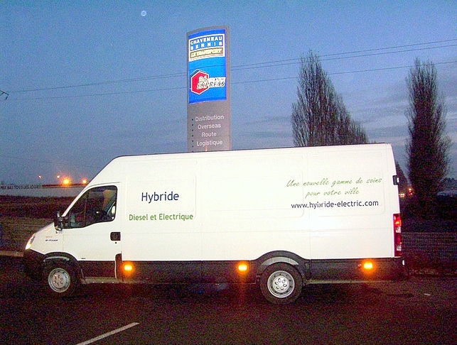 NEWTEON : l'Iveco Daily Hybride de Micro-Vett testé à Chatellerault