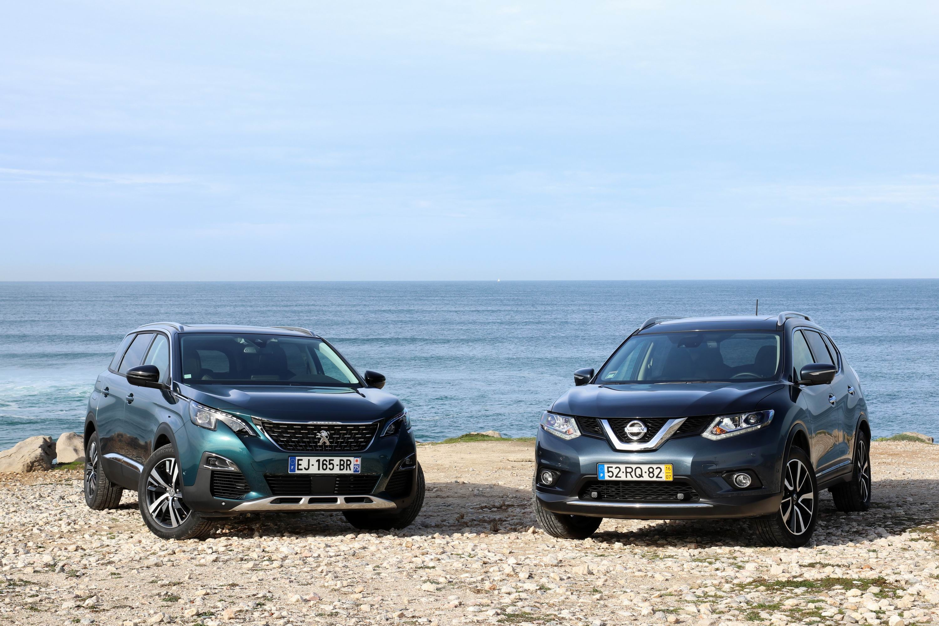 comparatif vid o nissan x trail vs peugeot 5008 une. Black Bedroom Furniture Sets. Home Design Ideas