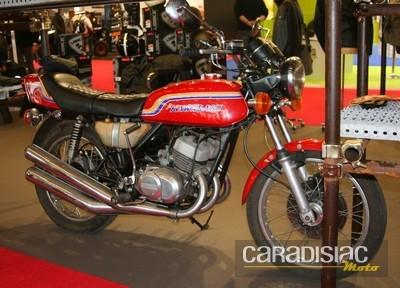 Salon de la moto en d ambulant dans les all es 19 photos for Moto dans le salon