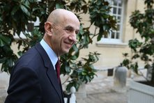 Auteur du rapport sur la compétitivité des entreprises, Louis Gallois épingle encore les constructeurs français