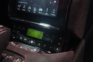 Je n'aime pas le look de l'afficheur de climatisation. Ils sont sérieux chez Maserati ? Une voiture vendue 130 000 € avec un afficheur digne d'un radio-réveil des années 80 ? Aller, on sait qu'ils peuvent mieux faire...