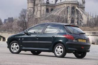 L'arrière de la Peugeot 206 originelle