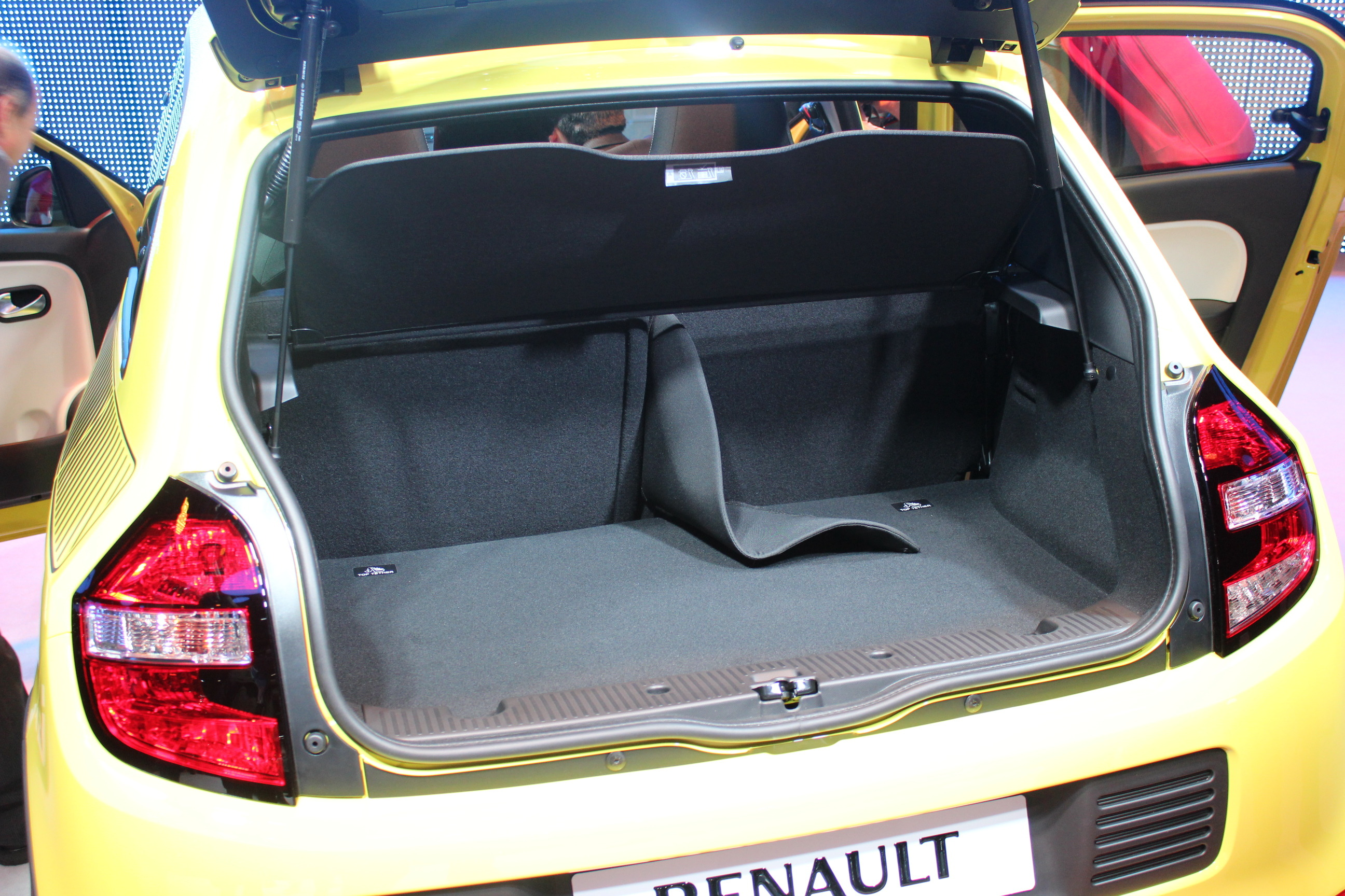 vid o en direct de gen ve 2014 renault twingo sympathique. Black Bedroom Furniture Sets. Home Design Ideas