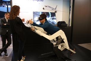 Wingsuit ou vol virtuel chez Mercedes.