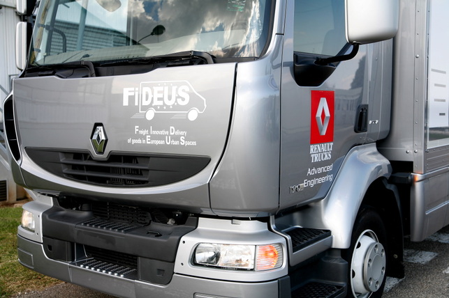 truck bus world forum lyon renault trucks d voile un v hicule novateur destin la. Black Bedroom Furniture Sets. Home Design Ideas