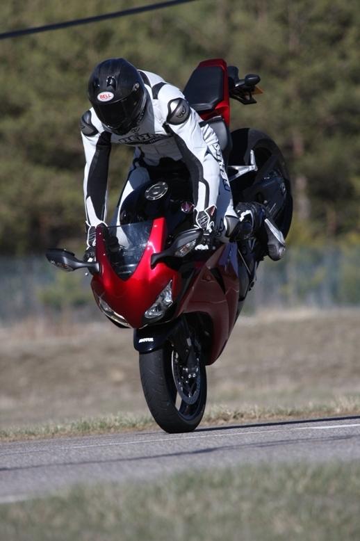Essai comparatif 2008:  Suzuki GSX-R 750 vs Honda CBR 1000 RR