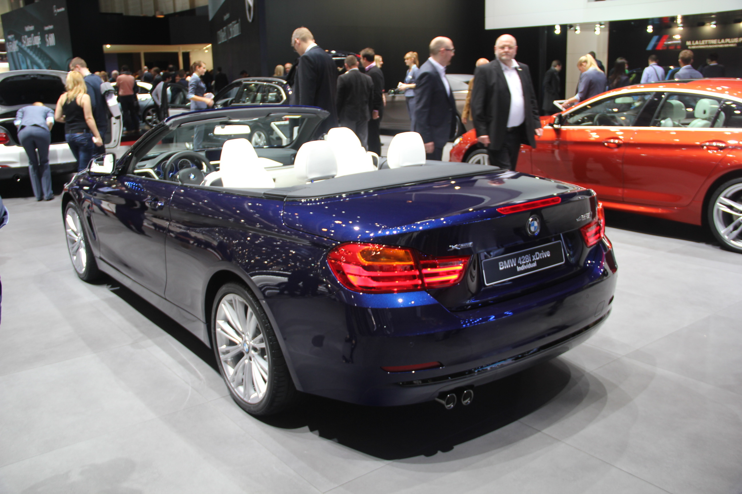vid o en direct de gen ve 2014 bmw s rie 4 cabriolet. Black Bedroom Furniture Sets. Home Design Ideas