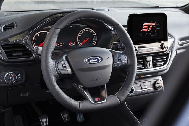 La Fiesta est au top de la connectivité avec le système SYNC 3. L'écran de 8 pouces est en revanche mal intégré.