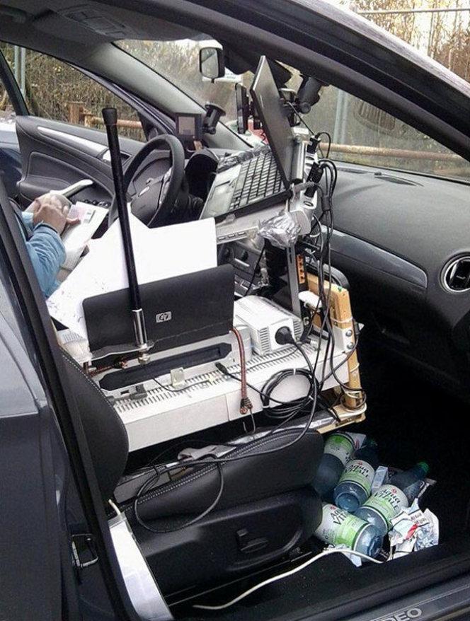 Travailler dans sa voiture comme au bureau, c'est possible... la preuve !