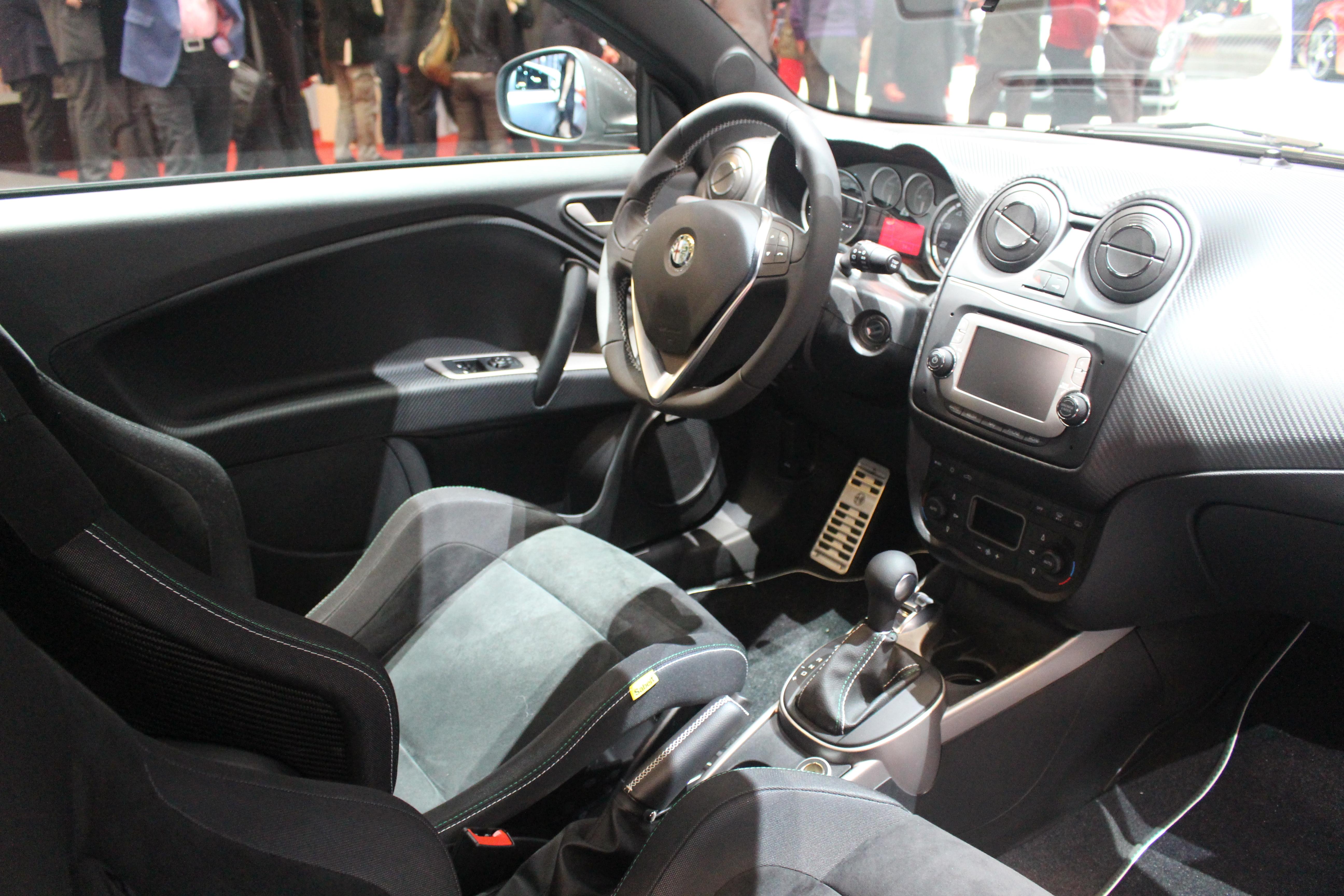 http://images.caradisiac.com/images/2/8/0/8/92808/S0-En-direct-de-Geneve-2014-Alfa-Romeo-Giulietta-et-MiTo-Quadrifoglio-Verde-le-retour-du-trefle-315924.jpg