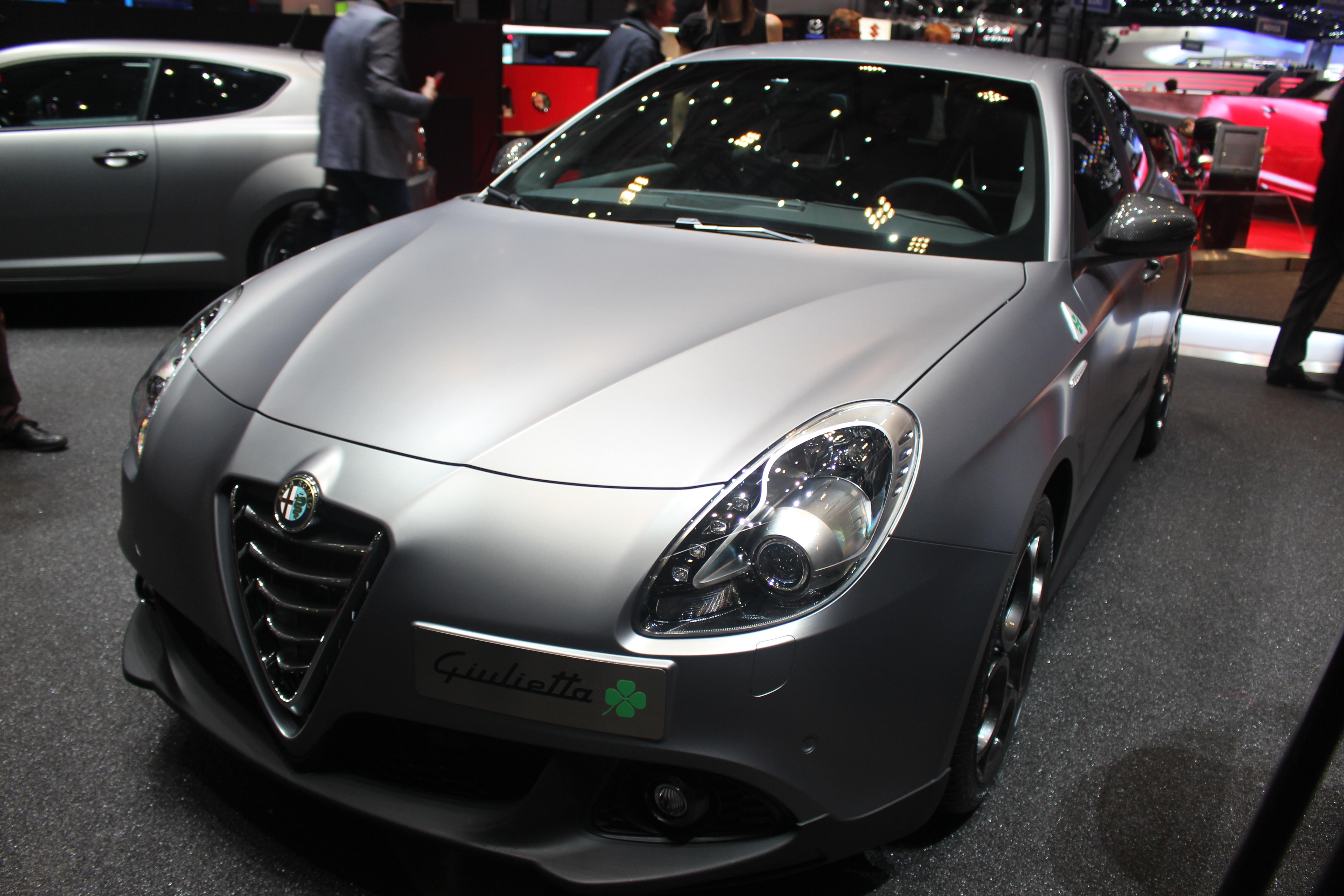 http://images.caradisiac.com/images/2/8/0/8/92808/S0-En-direct-de-Geneve-2014-Alfa-Romeo-Giulietta-et-MiTo-Quadrifoglio-Verde-le-retour-du-trefle-315933.jpg