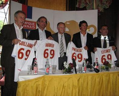 Superleague Formula: L'Olympique Lyonnais dévoile son équipe sur les Champs-Elysées