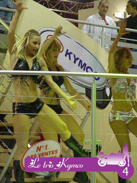 Patientons avec Miss Mondial de la Moto 2005 !