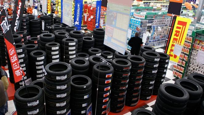"""Le ministère de l'Ecologie menace de sanctions les importateurs de pneus """"hors-la-loi"""""""