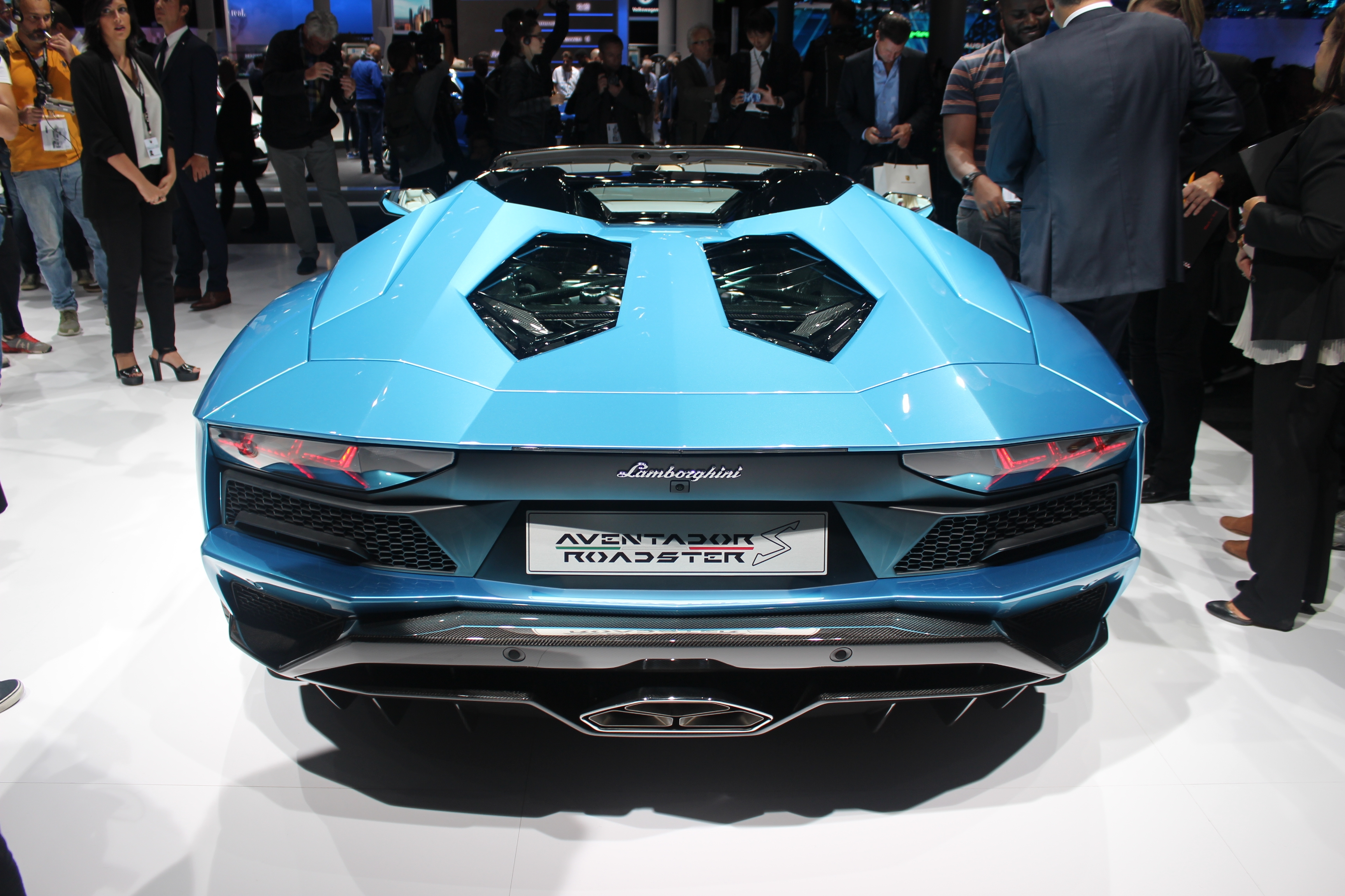 lamborghini aventador s roadster d capsul e vid o en direct du salon de francfort 2017. Black Bedroom Furniture Sets. Home Design Ideas