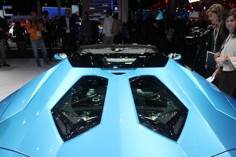 J'aime la possibilité d'opter pour des panneaux transparents sur le capot, afin de pouvoir mirer le fabuleux V12 atmosphérique.