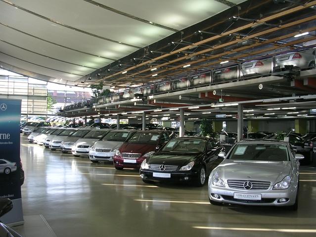 La ville de Mercedes et Porsche veut bannir le diesel
