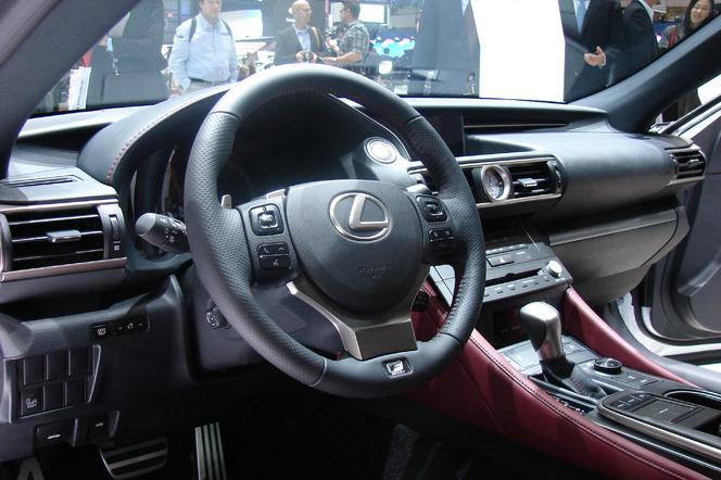 En direct de Genève 2014 - Lexus RC F Sport: une petite RC F