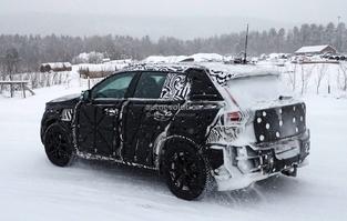 Surprise : le Volvo XC40dans la poudreuse