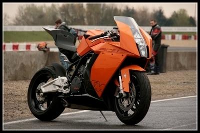RC8 Experience : Caradisiac Moto était de la partie…