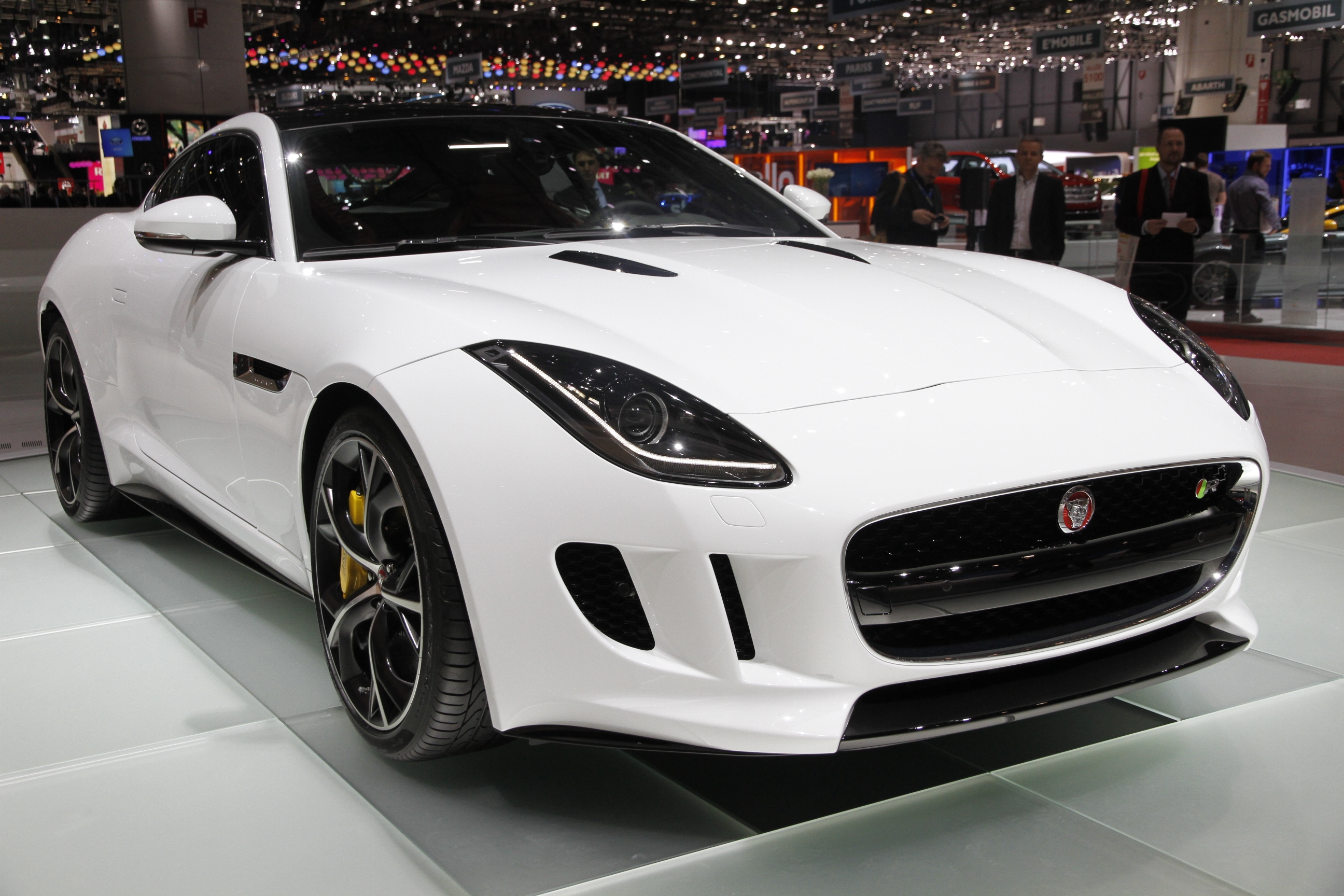 vid o en direct de gen ve 2014 jaguar f type coup l 39 t c 39 est toujours mieux avec un chapeau. Black Bedroom Furniture Sets. Home Design Ideas