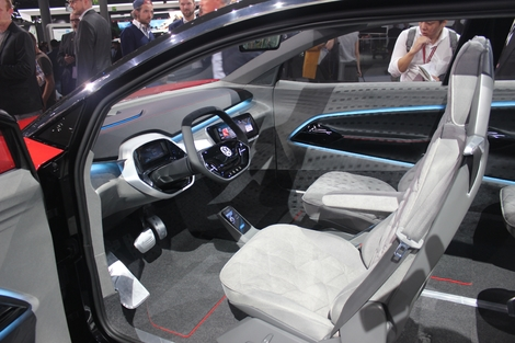 J'aime le concept de volant rétractable pour la conduite autonome. Discrétion lorsque c'est la voiture qui gère, mais possibilité de reprendre la main. Le top.