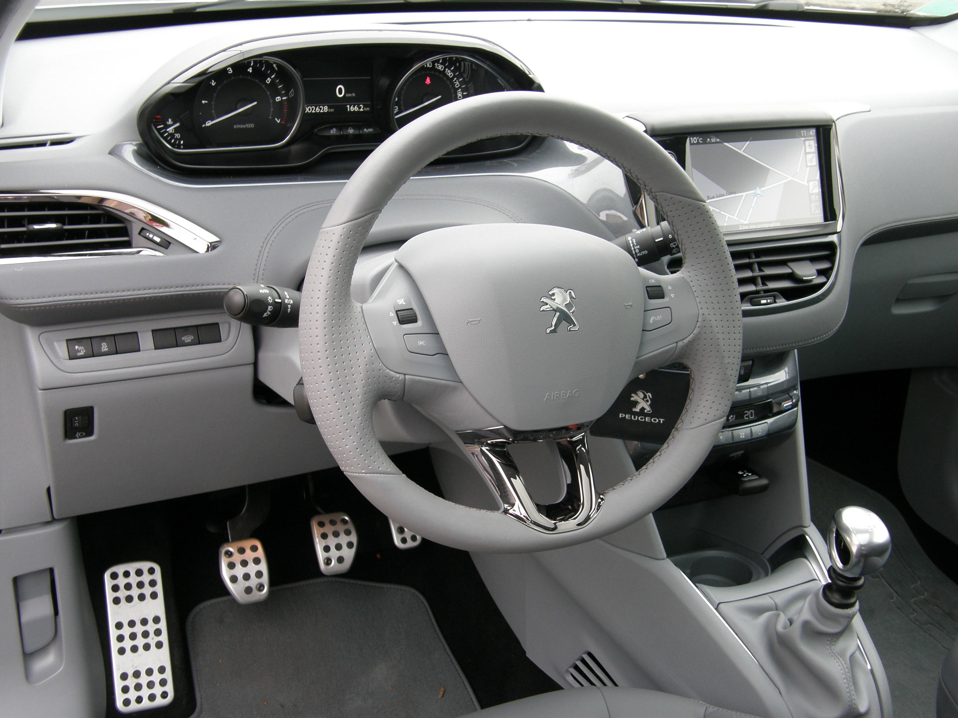 Essai peugeot 208 thp 155 bvm6 f line petite dou e ou surdou e - Petite voiture 5 portes ...