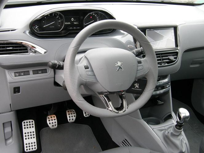 Essai - Peugeot 208 THP 155 bvm6 Féline : petite douée ou surdouée ?