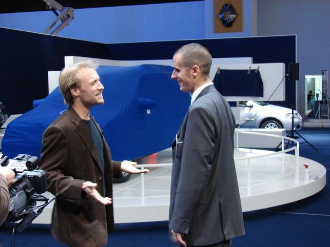 Notre journaliste-trublion au Mondial de l'auto avant l'ouverture !