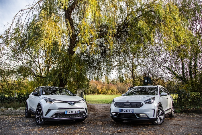 Comparatif : Kia Niro Hybride VS Toyota C-HR : en attendant les autres