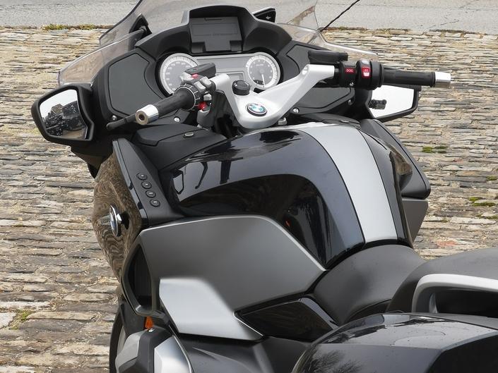 Essai - BMW R1250 RT - Un Boxer sacrément camé! S1-essai-bmw-r1250-rt-un-boxer-sacrement-came-574256