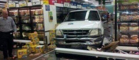 Las Vegas : une automobiliste fonce dans une épicerie et fait 26 blessés