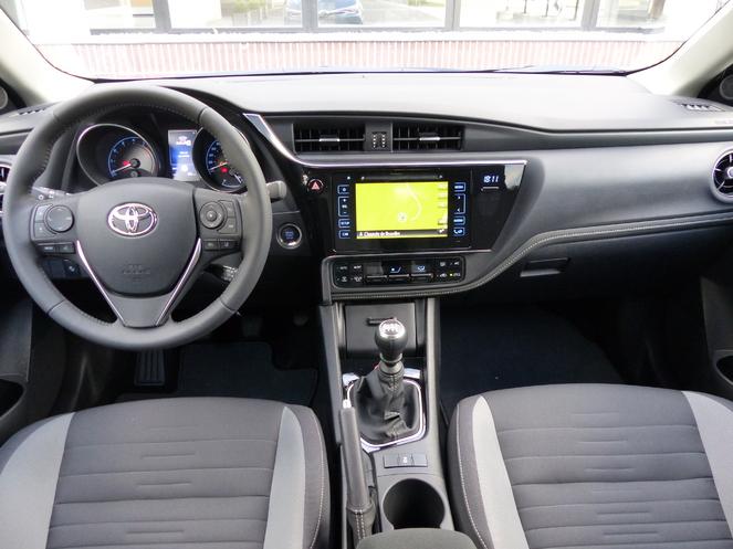 Essai vidéo - Toyota Auris II restylée : coup de neuf sur les moteurs