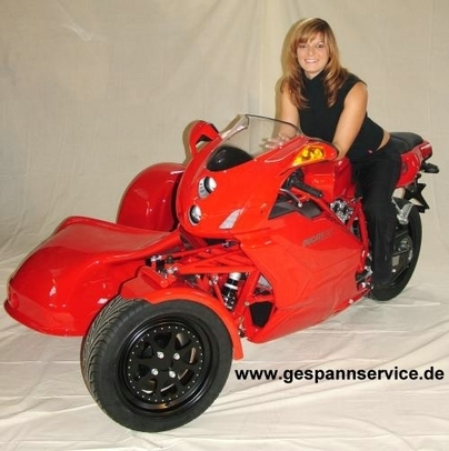 999 raisons d'aimer Ducati en Side