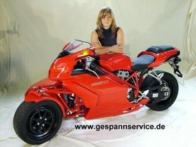 999 raisons d'aimer Ducati en Side