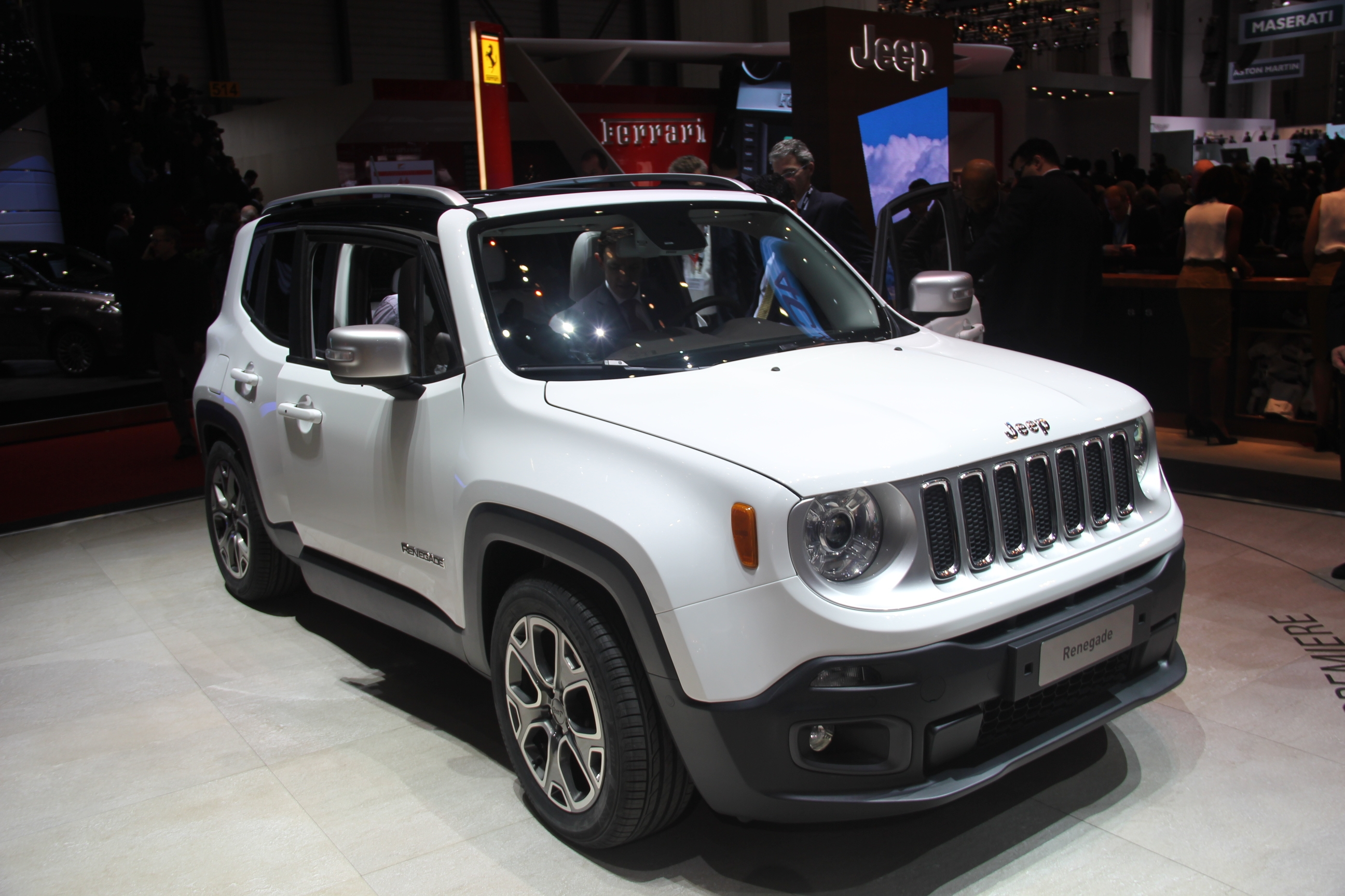 vid o en direct de gen ve 2014 jeep renegade brute de d coffrage. Black Bedroom Furniture Sets. Home Design Ideas