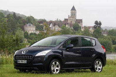 Peugeot 3008 vs Nissan Qashqai : à la croisée des chemins