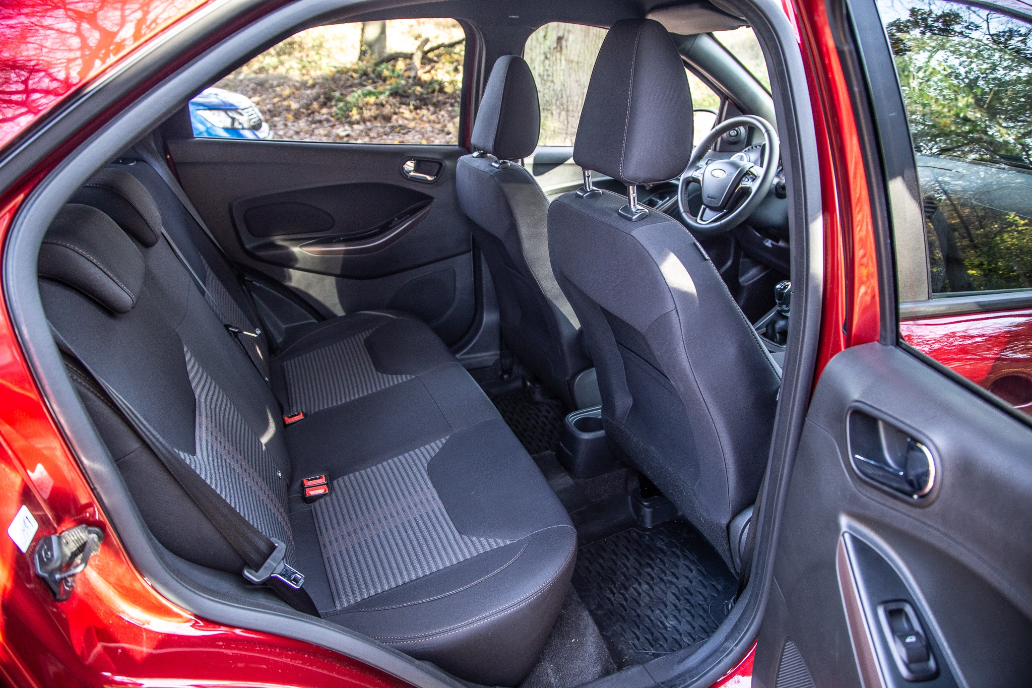 comparatif ford ka active vs dacia sandero stepway nouvelle menace. Black Bedroom Furniture Sets. Home Design Ideas