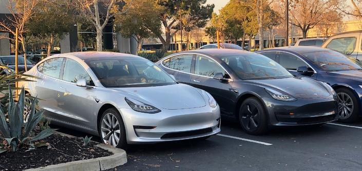 La production de la Tesla Model 3 franchit les 1000 exemplaires par jour