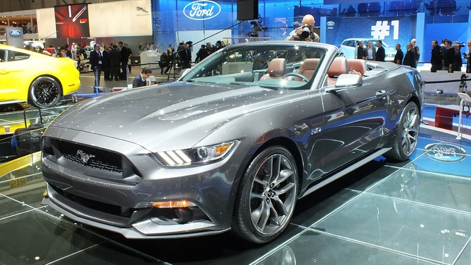 en direct de gen ve 2014 ford mustang cabriolet bonheur des coiffeurs. Black Bedroom Furniture Sets. Home Design Ideas