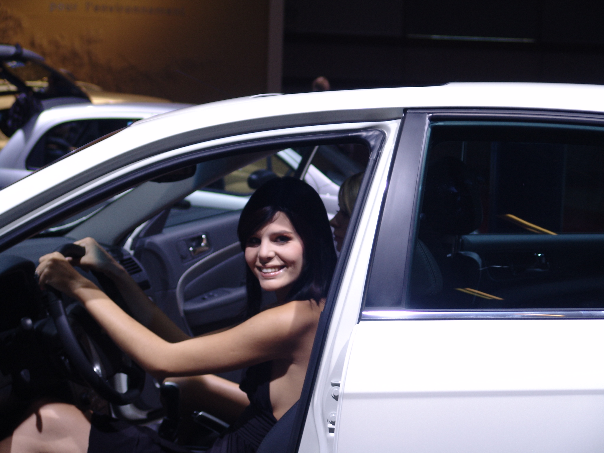 elise miss sensuelle concours caradisiac miss mondial de l 39 auto 2006. Black Bedroom Furniture Sets. Home Design Ideas
