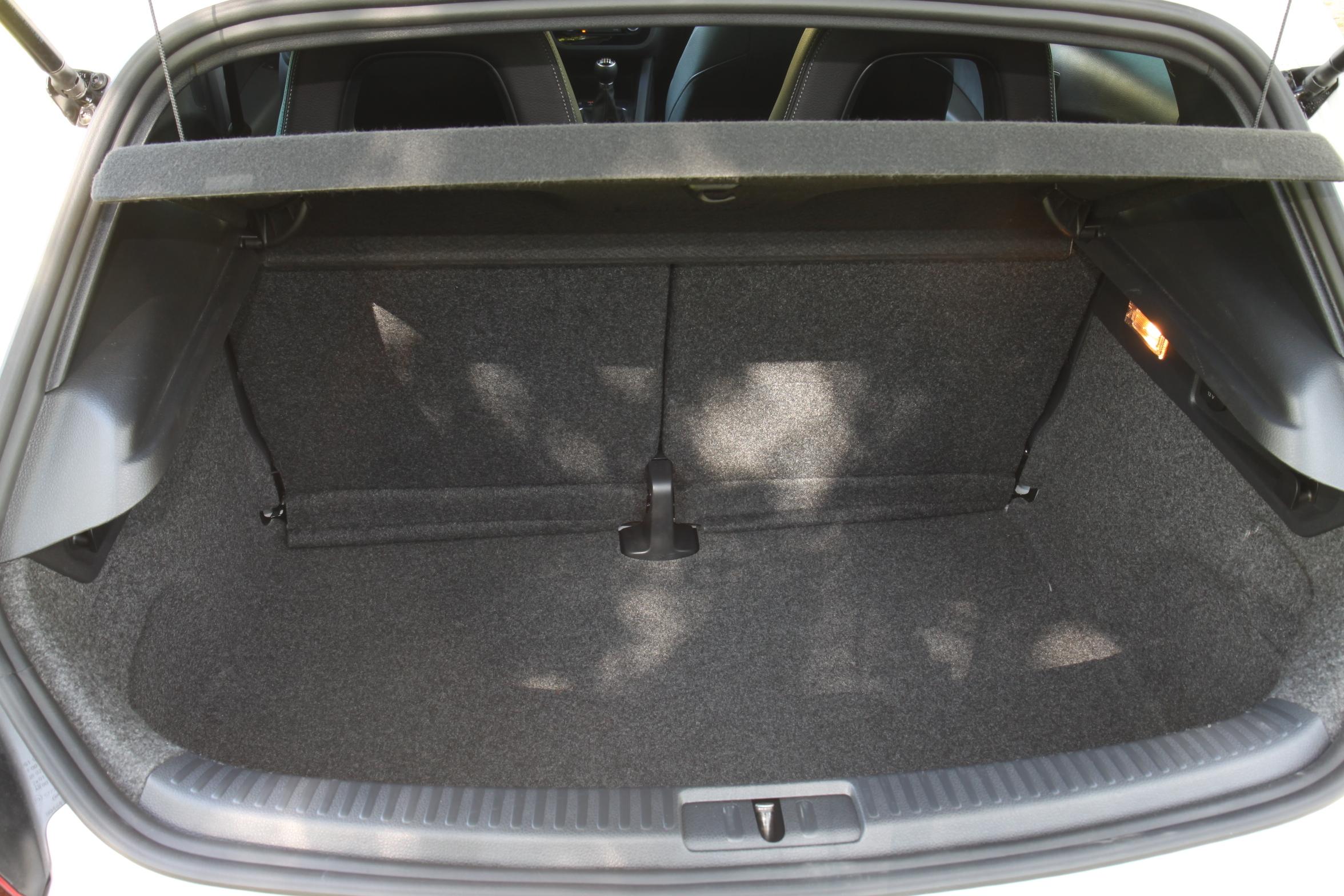 hyundai veloster volkswagen scirocco que de la gueule. Black Bedroom Furniture Sets. Home Design Ideas
