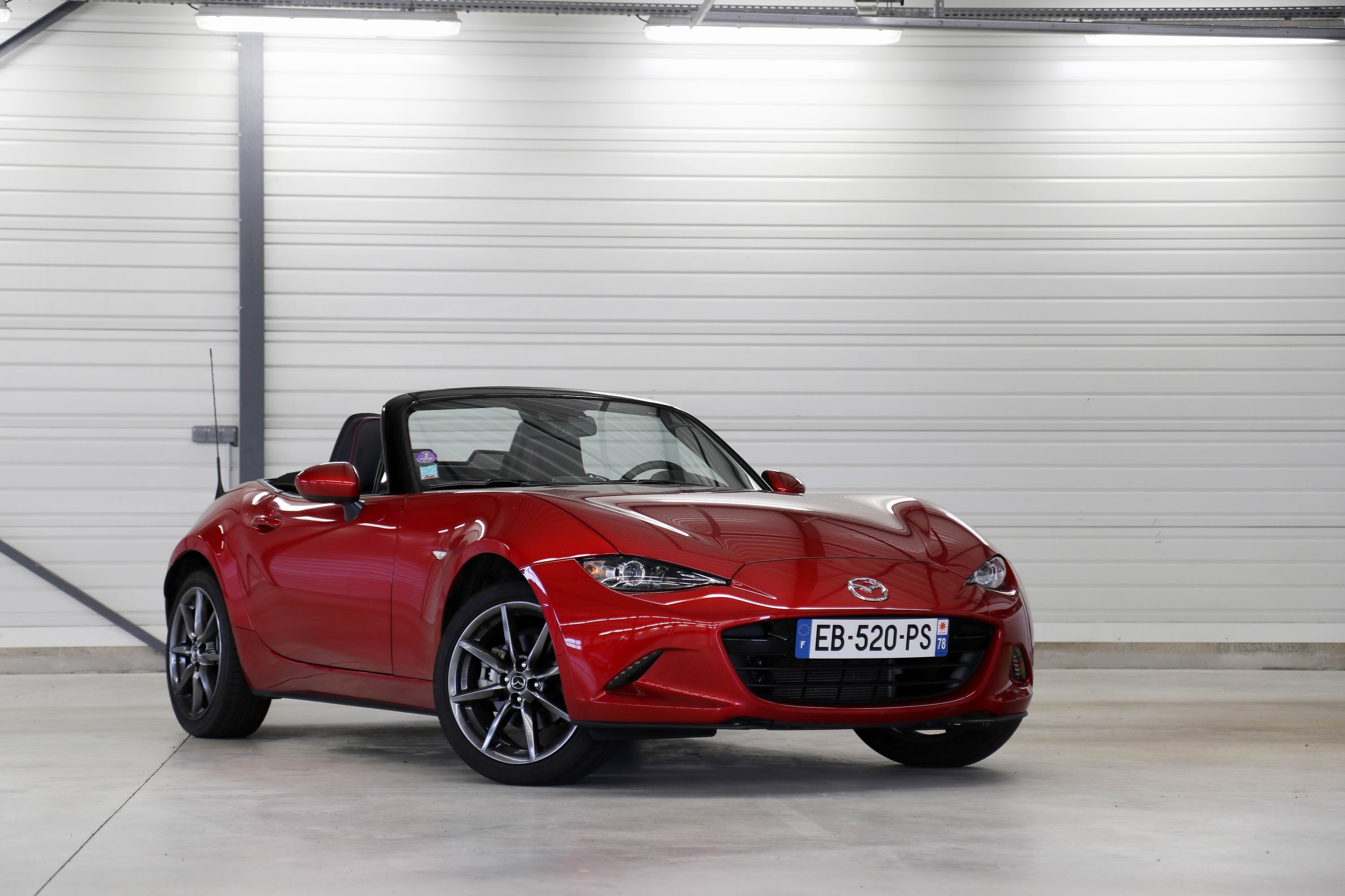 comparatif les essais de soheil ayari abarth 124 spider vs mazda mx 5 le choc des l gendes. Black Bedroom Furniture Sets. Home Design Ideas