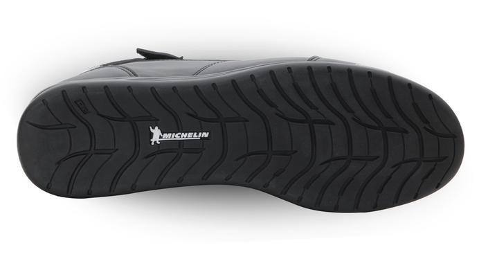 VQuattro basket ST4: un Michelin PilotRoad 4 au pied