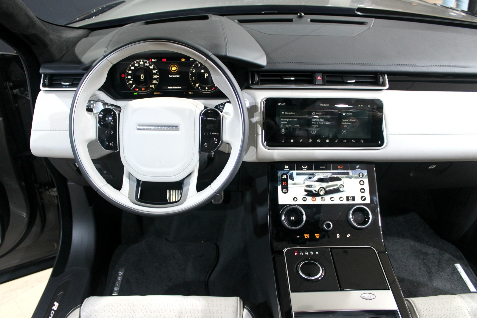 Range rover velar et la mani re vid o en direct du for Interieur range rover velar