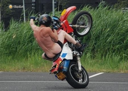 Une figure de stunt qui passe au poil !!