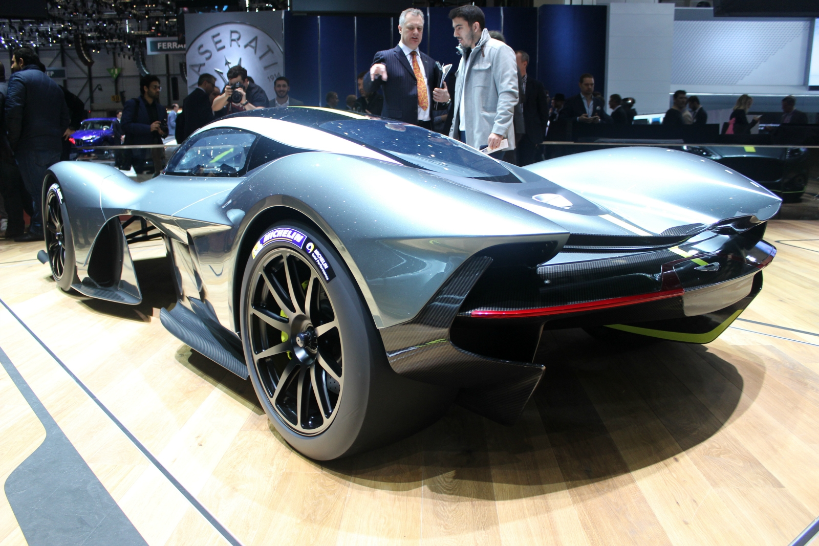 aston martin am rb 001 valkyrie extr me vid o en direct du salon de gen ve 2017. Black Bedroom Furniture Sets. Home Design Ideas